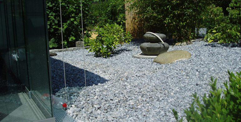 sichtschutz kies an einem privaten wintergarten rainer. Black Bedroom Furniture Sets. Home Design Ideas